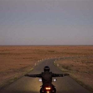Shaun Gladwell, Approach to Mundi Mundi (film still), 2007